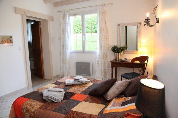 chambre et table d 39 h te pays basque florenia. Black Bedroom Furniture Sets. Home Design Ideas